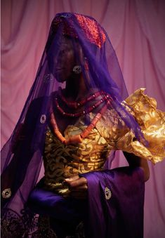Nigerian photographer Lakin Ogunbanwo creates stylish and vibrant portraits of the country's different bridal traditions and ceremonies. Nigerian Bride, Nigerian Weddings, Trend Board, Igbo Bride, The Wicked The Divine, Bridal Traditions, Colossal Art, Black Girl Aesthetic, Purple Aesthetic