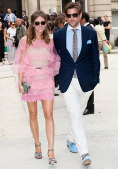 Olivia Palermo and Johannes Huebl at the Valentino Fall-Winter Haute Couture Collection During Paris Fashion Week Super cute couple! Olivia Palermo Outfit, Olivia Palermo Style, Olivia Palermo Wedding, Fashion Moda, Trendy Fashion, Women's Fashion, Estilo Ny, Johannes Huebl, Valentino Couture