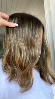 Brown Hair Balayage, Dark Blonde Hair, Balayage Brunette, Balayage Highlights, Brown Hair Color Shades, Brown Hair Colors, Hair Colour, Straight Hairstyles, Cool Hairstyles