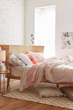 Jens Woven Windsor Platform Bed - Urban Outfitters