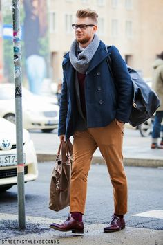 worker geek - a worker would walk weighed down, a geek happens to be there by incident - shoes, not fine enough for a gentleman but borrowed from him Mens Fashion Casual Shoes, Mens Fashion Suits, Gents Fashion, Style Fashion, Casual Attire, Mens Clothing Styles, Casual Looks, Hot, Menswear