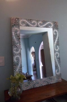 Espejos Artesanales En Venecitas Mosaic Mirrors, Mosaic Art, Oversized Mirror, Stained Glass, Projects To Try, Templates, Bathroom, Furniture, Design