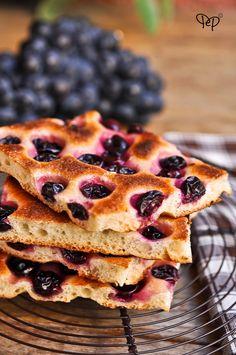 Focaccia dolce all'uva con lievito madre