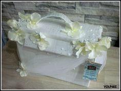 Ślubny kuferek na koperty dla młodej pary