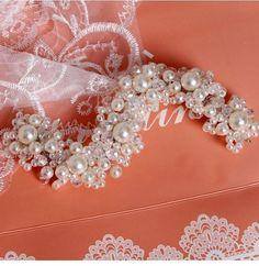 Resultado de imagem para tiaras para noivas de perola