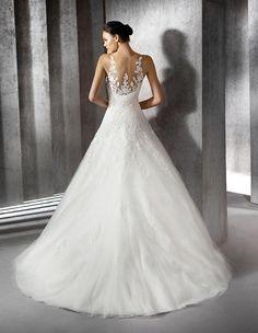 Zaura dress in lace with sweetheart neckline