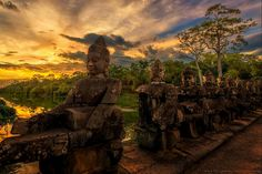 The Four Giant Faces representing to our God during churning the Sea of the milk in Mahabharata stories on the east side of Angkor Wat direct to Angkor Thom/Bayon Temple complex. South Gate, Angkor Wat, Photos, Pictures, Vacation Destinations, Southeast Asia, Amazing Photography, Mount Rushmore, Cathedral
