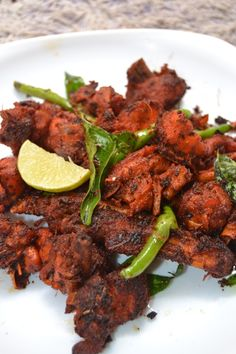 Nattu kozhi roast / Country chicken varuval is so much healthy and has of health benefits in them that normal broiler chicken. Broiler Chicken, Chicken Rub, Tandoori Chicken, Chicken Curry, Indian Chicken Recipes, Indian Food Recipes, Ethnic Recipes, Country Chicken, Chicken Breast Fillet