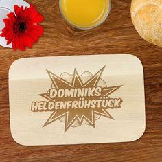 Wenn auch Du ein wahrer Alltagsheld bist, dann haben wir hier etwas für Dich: Mit diesem Frühstücksbrettchen mit Namen kannst du jeden Morgen dein Heldenfrühstück verspeisen ;) via: www.monsterzeug.de
