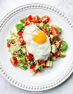 Salad with buckwheat groats, eggs avocado, peppers and tomatoes Great Dinner Recipes, Whole Food Recipes, Diet Recipes, Cooking Recipes, Healthy Recipes, Healthy Snacks, Healthy Eating, Mango, Morning Food