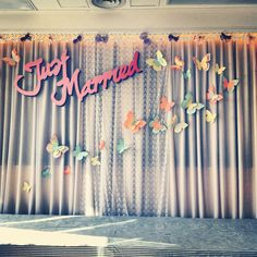 Lace & butterflies wedding backdrop. Low tech indoor wedding decoration, simply design, simply made.