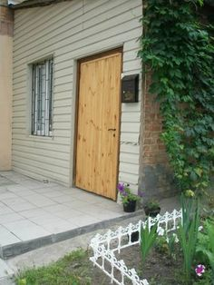 Apartment near railway station Kiev Set 1.9 km from St. Volodymyr's Cathedral in Kiev, this apartment features free WiFi and a terrace. The property is 2.7 km from Saint Sophia Cathedral and free private parking is available.