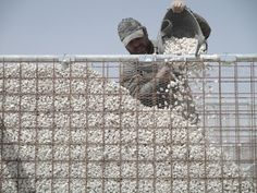 Gallery - These Schools for Refugee Children in Jordan are Built Using Scaffolding and Sand - 19