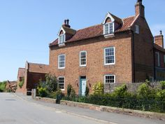 Willoughby House in Nottinghamshire, accredited by Sawday's Special Places to Stay. Close to Newark - an old village house with smart comfortable rooms and great breakfasts. Marcus and Suzannah look after you well.