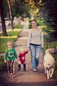 Read This Article To Improve Your Parenting Skills. Few things in life are more challenging than parenthood. This article is packed with bringing up a child tips to help you boost your confidence and make yo Peaceful Parenting, Gentle Parenting, Kids And Parenting, Parenting Articles, Parenting Advice, Best Dog Breeds, Best Dogs, Potty Training Boys, Happy Mom