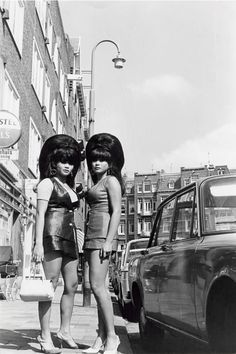 Black and White fashion vintage History twins hairstyle Beehive portraits 1968 Amsterdam vintage photos vintage fashion fashion Vintage Pictures vintage hairstyle photography hairstyle Beehive Hairdo vintage hairdo theo van houts Vintage Magazine, Look Vintage, 1960s Fashion, Fashion Vintage, Mode Outfits, Vintage Hairstyles, 60s Hairstyles, Hairdos, Wedding Hairstyles