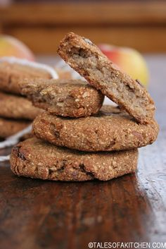 Apple and dates buckwheat cookies. Healthy, eeeaaasy, egg free, dairy free, processed sugar free, oil free and what not. Maybe easier to say they're just buckwheat, oats and fruits! And so delicious and addictive.