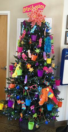 Cristhmas Tree Decorations Ideas : Christmas in July Summer Trees, Spring Tree, Summer Fun, Summer Christmas, Cottage Christmas, Christmas In July Decorations, Easter Tree Decorations, Natal Diy, Holiday Tree