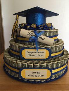 I made this money cake for my nephew's high school graduation. Grad Party Favors, Graduation Party Themes, Graduation Decorations, Graduation Ideas, Graduation Ornament, Diy Graduation Gifts, Graduation Cake, Money Birthday Cake, Money Cake