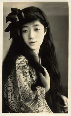 Chitose Momoe, ca. 1910s