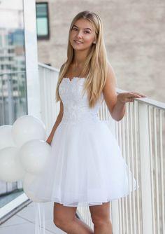 vi er utrolige glæde for at kunne Lace Prom Gown, Short Lace Wedding Dress, Grad Dresses Short, Hoco Dresses, Dresses For Teens, Gown Wedding, Wedding Dresses, Bride Reception Dresses, Confirmation Dresses