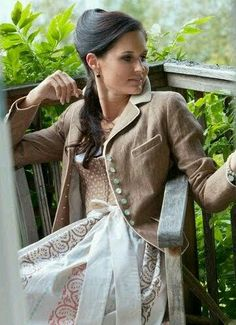 Traditional Jacket, Traditional Outfits, Alpine Style, German Girls, Dirndl Dress, German Fashion, Most Beautiful Dresses, Swarovski, Full Skirts