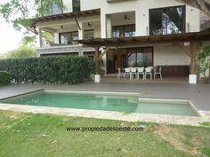 SE VENDE - Espectacular casa de lujo, Pozos, Santa Ana. EB-AA9389