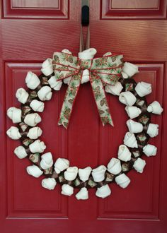 this is Beautiful AND Creative Christmas Projects, Christmas Wreaths, Christmas Decorations, Dog Crafts, Diy And Crafts, Pet Store Display, Dog Wreath, Dog Birthday, Hampers