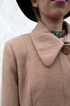 Wełniany Płaszcz #welniany #plaszcz #vintageshop #wool #coat Wool Coat, Vintage Shops, Chokers, Brooch, Jewelry, Fashion, Moda, Jewlery, Jewerly