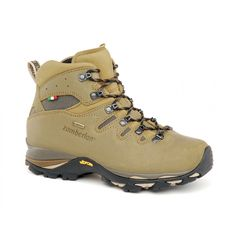 730 GEAR GTX WNS - Light backpacking comfortable boot. Perwanger waxed suede leather upper with fabric panels to enhance ventilation and comfort. Self locking side hook, toe bumper for added protection. GORE-TEX® Performance Comfort lining for waterproofness and breathability. Zamberlan® Vibram® LH07 outsole with PU midsole and TPU insert for more stability. #zamberlan #gear #discoverthedifference #backpacking