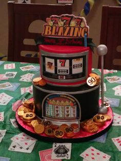 Amazing 777 Slots Cake Design! Find more: http://www.internetbet.com/casino-cakes/slot-machine-cake #cakeart #cakeideas #slotmachine #birthdaycake