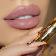 32 Fashionable Lipstick Makeup Ideas To Try - Hair and Beauty eye makeup Ideas To Try - Nail Art Design Ideas Lipstick Dupes, Lipstick Shades, Lipstick Colors, Liquid Lipstick, Lip Colors, Lipsticks, Mauve Lipstick, Nude Lip, Makeup Goals