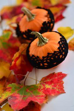 Cute crochet for Halloween pumpkins.