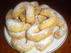 7_martinske-rohlicky-s-orechovou-naplni Bagel, Sausage, Vegan Recipes, Bread, Baking, Food, Sausages, Essen, Backen