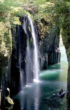 The beautiful Takachiho Gorge in Miyazaki prefecture, Japan (宮崎県高千穂峡)