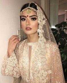 Absolutely gorgeous!  via @blueroseartistry  #pakistanibride #asianbride #desibride #lashes #headpiece #mathapatti #makeuplook #bridegoals #bridalmakeup #makeupartists #asianmua  #womensfashion #professionalmakeup #weddingstylist #weddingstyle #brows #eyes #eyemakeup #bridalmakeuplook via @pakistanibride