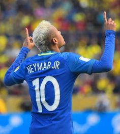 Neymar is not only known for his mad football skills, but also his sense of fashion.Here are 45 cool Neymar's hairstyles you can try out. Neymar Jr, Messi And Neymar, Lionel Messi, Antoine Griezmann, Steven Gerrard, Premier League, Fc Barcelona Neymar, Mbappe Psg, Paris Saint Germain Fc