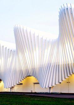 Beautiful contemporary architecture of the Reggio Emilia Train Station by Santiago Calatrava. Zaha Hadid Architecture, Landscape Architecture Drawing, Chinese Architecture, Modern Architecture House, Concept Architecture, Futuristic Architecture, Facade Architecture, Beautiful Architecture, Modern Houses