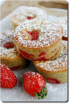 Moelleux aux fraises Tea Cakes, Mini Cakes, Sin Gluten, Cake Pops, Mini Tart, Biscuit Cake, Cupcakes, Yummy Cakes, Sweet Tooth