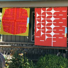 It's a perfect day for the Sisters Outdoor Quilt Show. We love how beautiful the 2018 @konacotton Color of the Year quilts featuring Tiger Lily look on the front of The Stitchin Post! #sistersoutdoorquiltshow2018 #konacotton #konacoty