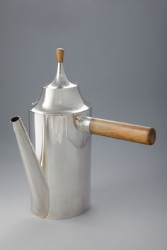 Josef Hoffman coffeepot, silver with snake wood handle. In the show on the Wiener Werkstätte. Klimt, Neue Galerie New York, Joseph Hoffman, Art Nouveau, Objets Antiques, Koloman Moser, Vienna Secession, Arts And Crafts Movement, Art Deco Design