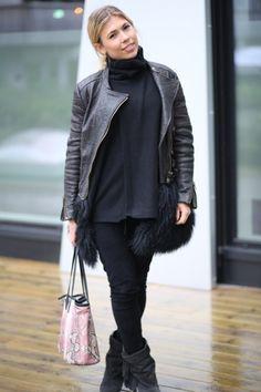 Caroline Skjelbred in WILD WOOL Cashmere CAROLINE sweater in black www.wildwool.no Cashmere, Wool, Sweaters, Black, Fashion, Moda, Cashmere Wool, Black People, Fashion Styles