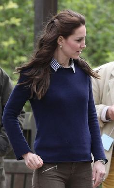 The Duchess of Cambridge dressed down in a pair of Zara jeans as she visited Farms for City Children in Arlingham, Gloucester on Wednesday. Kate Middleton Outfits, Style Kate Middleton, Princess Kate Middleton, Kate Middleton Jeans, Kate Middleton Fashion, Princesa Kate, The Duchess, Duchess Of Cambridge, Duchesse Kate