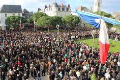 Une foule interminable sur le parvis de la mairie de 7.000 personnes, selon la police - Châtellerault