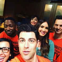 My bowling team is gonna tear up the league this year. New Girl Cast, New Girl Tv Show, Celebrity Pictures, Girl Pictures, New Girl Series, Nick And Jess, Girl Doctor, Jake Johnson, Jessica Day