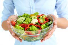nainen ja salaatti