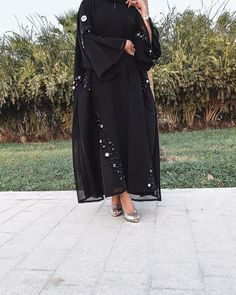 Iranian Women Fashion, Arab Fashion, Muslim Fashion, Modest Fashion, Fashion Dresses, Black Abaya, Mode Abaya, Hijab Collection, Arabic Dress