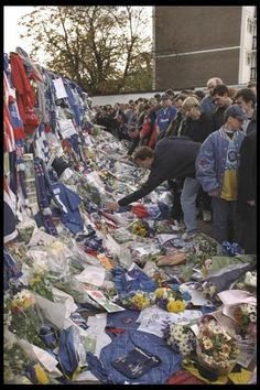 26 October 1996: Tributes to CHELSEA vice chairman MATTHEW HARDING, who died in a helicopter crash a few days before the FA Carling Premier League match between CHELSEA and Tottenham Hotspur at Stamford Bridge...