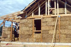 Google Image Result for http://onestparti.be/wp-content/uploads/2012/10/straw-bale-house-walls11.jpg