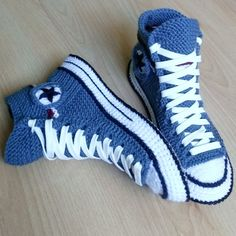 Buying Christmas presents before is profitable. Converse Slippers, Converse Boots, Denim Converse, Converse Logo, Custom Converse, Black Converse, Knitted Slippers, Slipper Socks, Mens Slippers